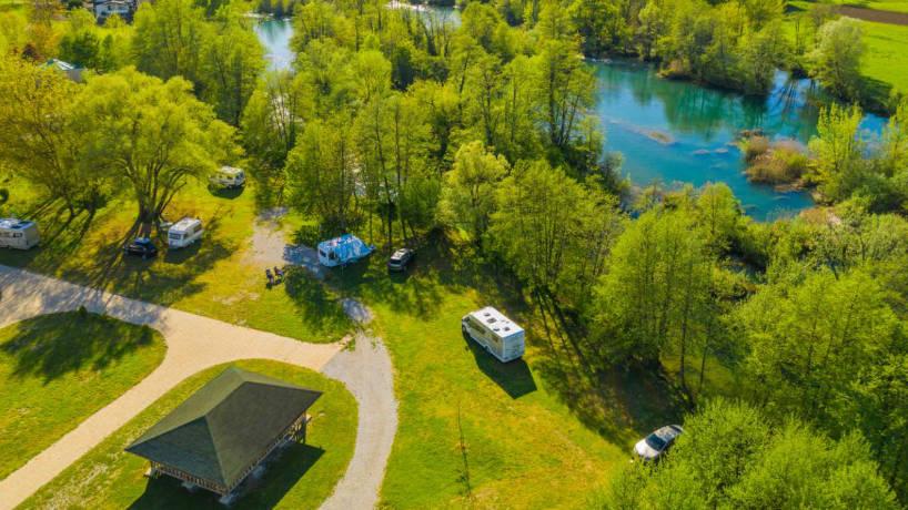 Camping et autres logements atypiques pour séjourner en Savoie