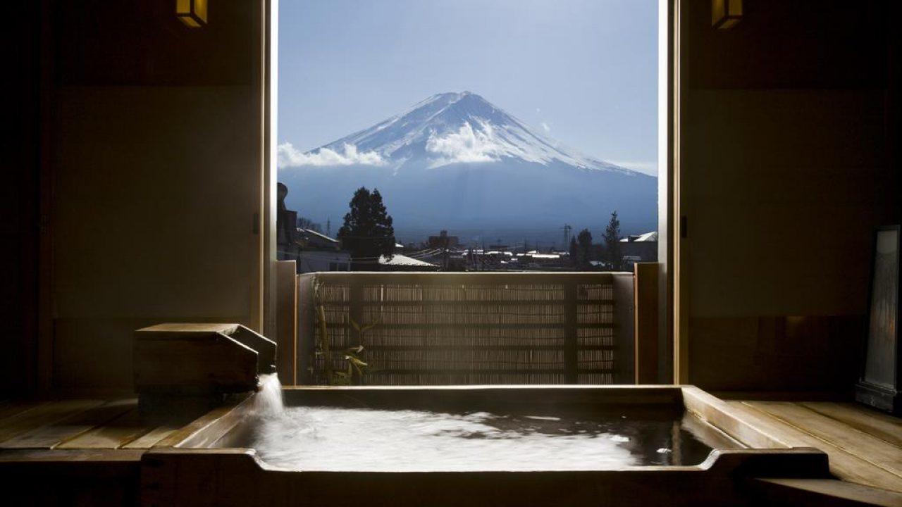 Superbe vue sur le Mont Fuji depuis un ryokan