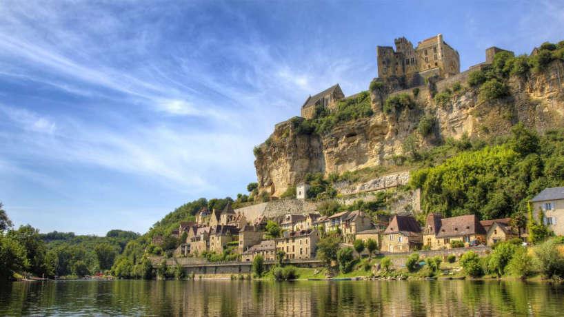 Que peut-on voir lors d'un séjour en camping en Dordogne ?